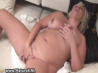 thick aged woman likes to please her