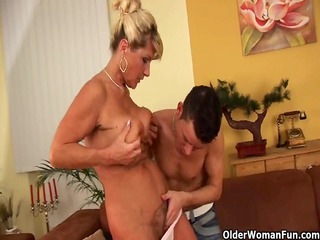 saggy granny with squirting and hirsute cunt gets