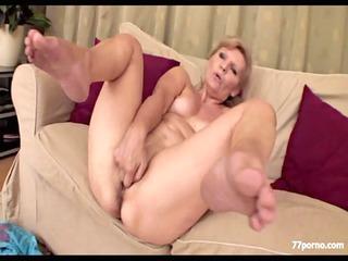 horny granny masturbate sof&agrave_