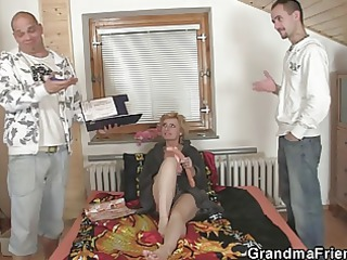 delivery men fuck lonely mature woman