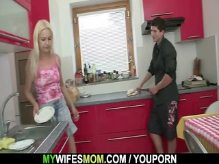 wife comes in and sees her bf bonks her mamma