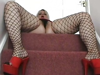corpulent uk mother i babe posing in dark fishnets