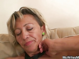 she is finds out her dude cheats with her mom