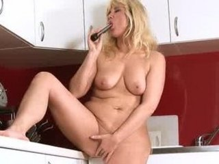 older milf receives off anywhere