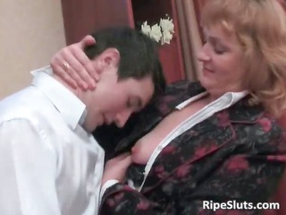 sexually excited older brunette acquires her