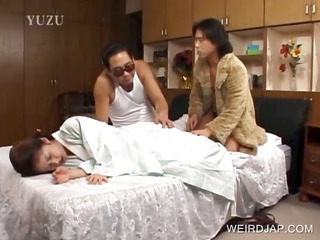japanese beauty receives slit licked