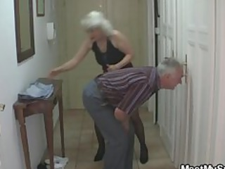 dude caught his girlfriend with his aged mamma
