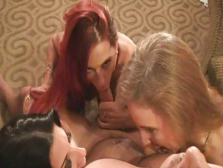 milfs sucking and swapping cum