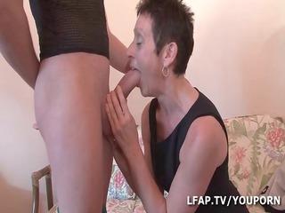 older cochonne baisee et fistee par un petit jeune