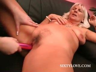 lesbo mature acquires orgasmic slit vibe