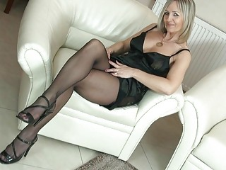 sexy blonde d like to fuck in hose uncovers her