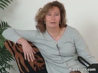 older slut in stockings use big dildo part9