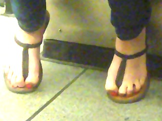 toes in strap sandals