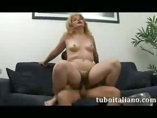 cougar italiana tromba ragazzo