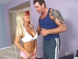 golden-haired mother i diamond foxxx works out