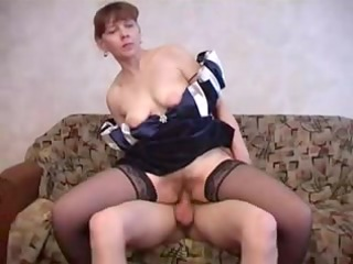 sexy mum fucks chap !