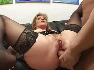 dude! ur moms doing double penetration porn