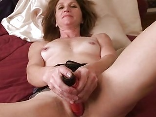 amateur aged housewife in daybed