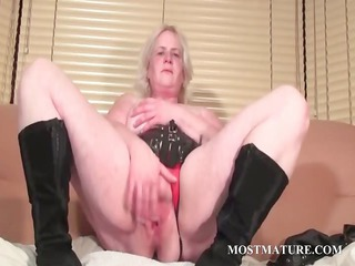 solo scene with aged rubbing cunt