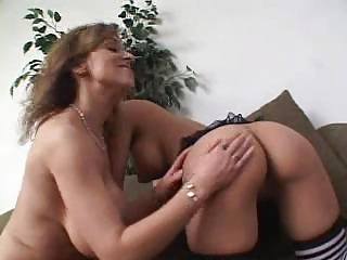 aged lesbo and younger pussy...usb