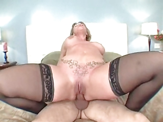 big booty mommy loves the anal sex