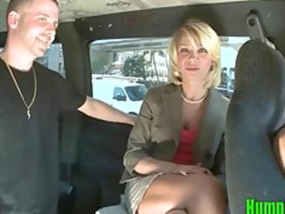 dong hungry golden-haired milf sucks shlong on