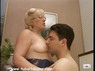 italian golden-haired mother i quarantenne ita