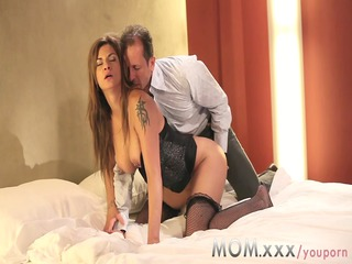 mommy mature milf shows her experience