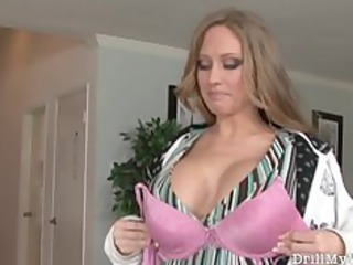 breasty wife looking for a strangers cock