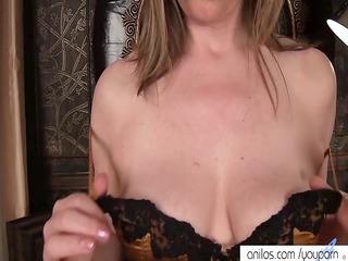 mature mommy makes her vagina cum