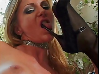 hawt blond and brunete lesbo toy fondle pussy