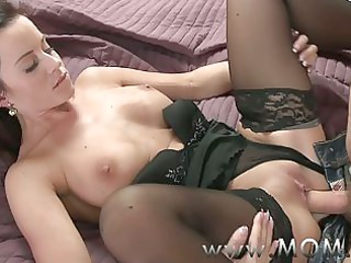 mama brunette hair d like to fuck pleases her chap