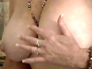 older bbw masturbating and squirting on cam