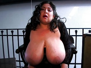 chic large breasted d like to fuck bitch dildoes
