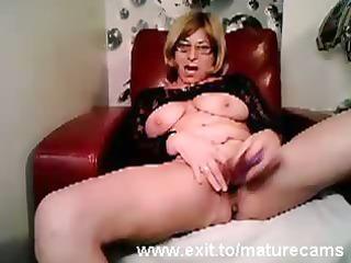mature mamma tina toying and cumming on webcam
