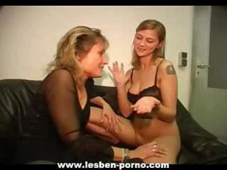 hot youthful lesbian daughter dildos her mamma on