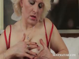 aged blondie finger fucks lusty wet crack