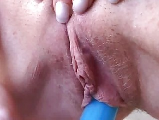 blond mother i toying herself