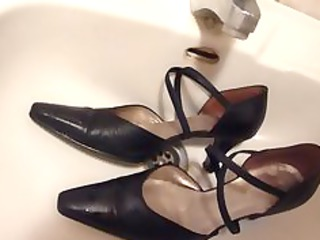 cumming on wifes darksome leather strap high heels