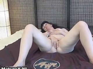 mature lady widens her shaved muff part10
