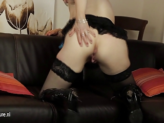 european older mom playing with her sex-toy on