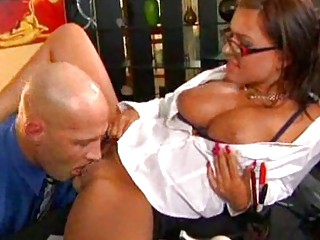 milf playgirl in glasses gets her cunt licked