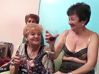 old and juvenile lesbian babes perform in a room
