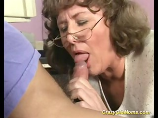 crazy old mommy gets deep fur pie fuck and does