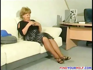bulky mature cougar get excited