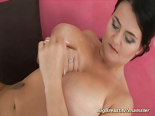 mama with amazing large naturals