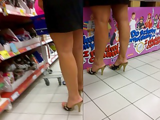 candid sexy milfs feet in pumps