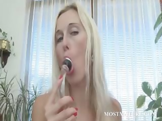 sexy older vibing her pink lovely cunt